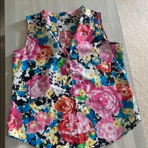 NY&C sleeveless blouse